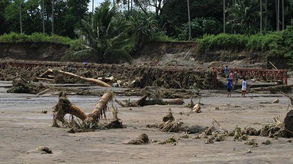 رجال الإنقاذ يبحثون عن ضحايا عاصفة في الفلبين مع ارتفاع عدد القتلى