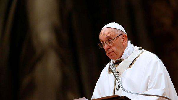 البابا يقول عشية عيد الميلاد إن الإيمان يحث على احترام المهاجرين