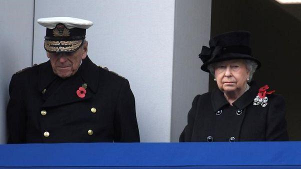 الملكة إليزابيث تثني على روح دعابة زوجها في رسالة عيد الميلاد