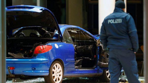 رجل يداهم مقر حزب ألماني بسيارته ويقول للشرطة إنه أراد الانتحار