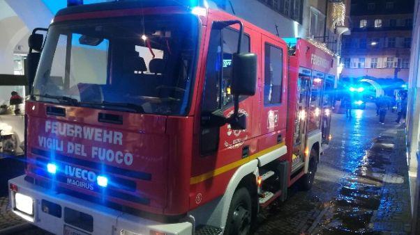 Un morto e 5 feriti in rogo a Bolzano