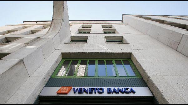 Con auto contro sede Veneto Banca