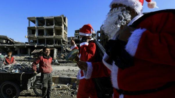 En Syrie, le père Noël fait escale à Raqa ravagée