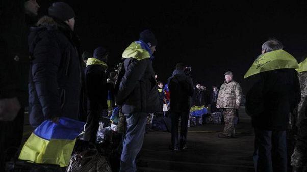 أوكرانيا تتبادل الأسرى مع الانفصاليين قبل العام الجديد