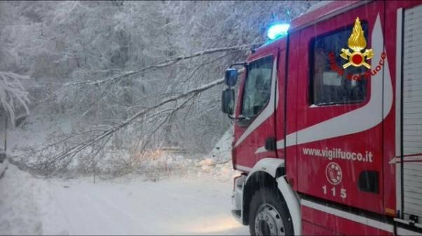 Cortina in tilt per le intense nevicate