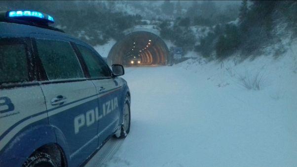 Maltempo:vento,evacuato circo a Cagliari