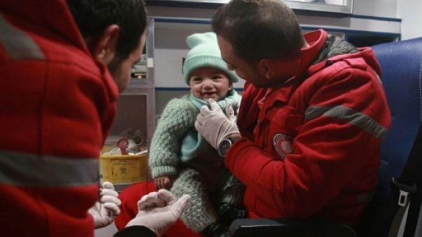 Evacuations au compte-gouttes dans une région assiégée de Syrie