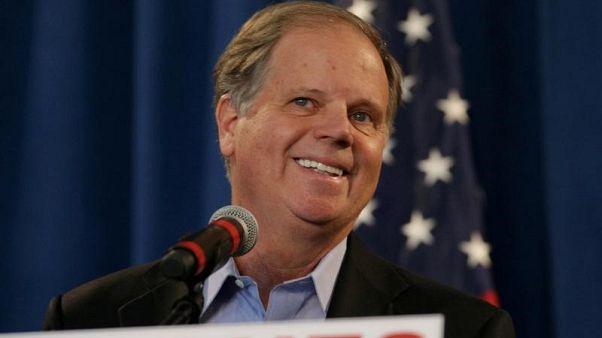 إقرار فوز دوج جونز بمقعد في مجلس الشيوخ الأمريكي متغلبا على روي مور