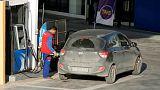 حصري-تونس سترفع أسعار البنزين وتريد تأجيل زيادة رواتب موظفي القطاع العام