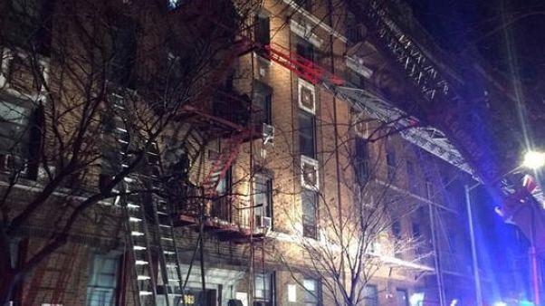 مسؤولون: طفل يلهو بموقد تسبب في حريق قتل 12 في نيويورك