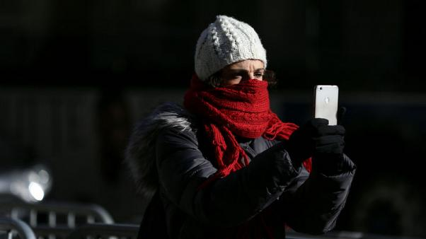 موجة شديدة البرودة في أمريكا تنذر بليلة متجمدة عشية العام الجديد