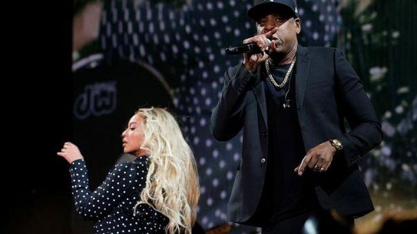 (فاميلي فيود).. اعتذار من المغني الأمريكي جاي زي لزوجته بيونسيه