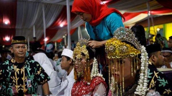 زواج جماعي لمئات الاندونيسيين في ليلة رأس السنة