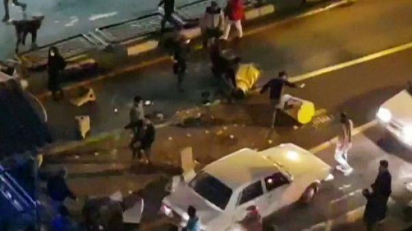 Iran: un policier tué, avertissements du pouvoir aux manifestants