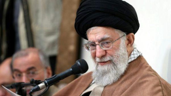 """Khamenei accuse les """"ennemis"""" de l'Iran, Washington augmente la pression sur Téhéran"""