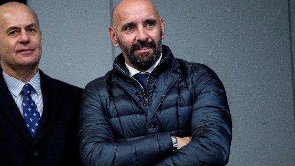 Duro monologo del dirigente spagnolo, presente anche Totti