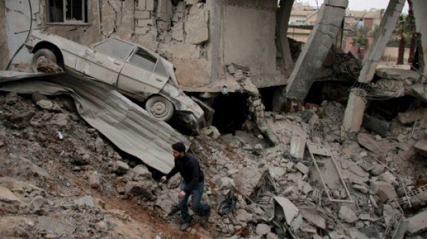Violents combats et raids aériens près de Damas, des dizaines de morts (ONG)