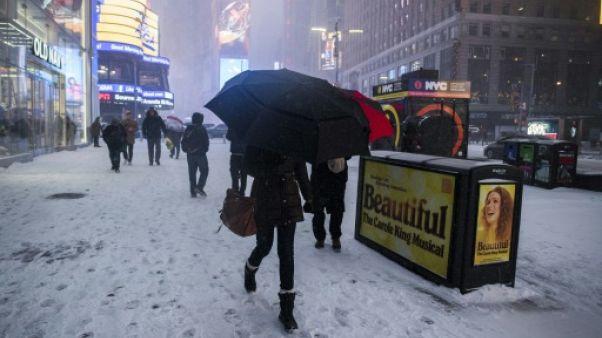 Tempête de neige sur le nord-est des Etats-Unis, aéroports paralysés