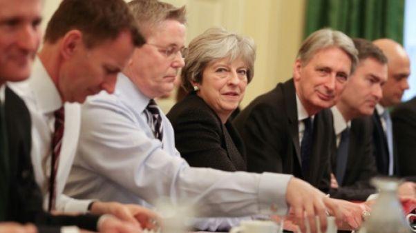 Grande-Bretagne: May parachève son remaniement ministériel après un début chaotique