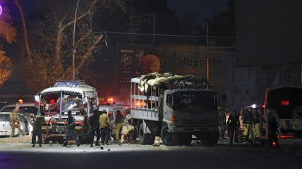 Attentat suicide au Pakistan: au moins 6 morts dont 5 policiers