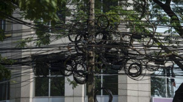 A Bangkok, la chasse à l'anarchie des fils électriques