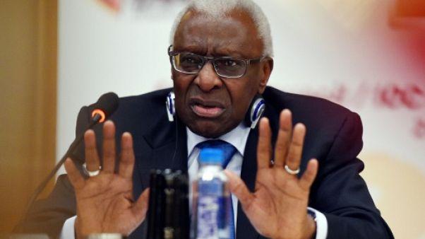 Corruption IAAF: Lamine Diack reste interdit de quitter le territoire français