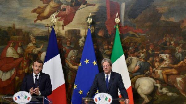 """Migrants: """"il faut se garder des faux bons sentiments"""", dit Macron"""