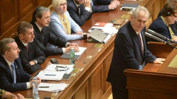 Présidentielle tchèque: Milos Zeman affronte un test difficile