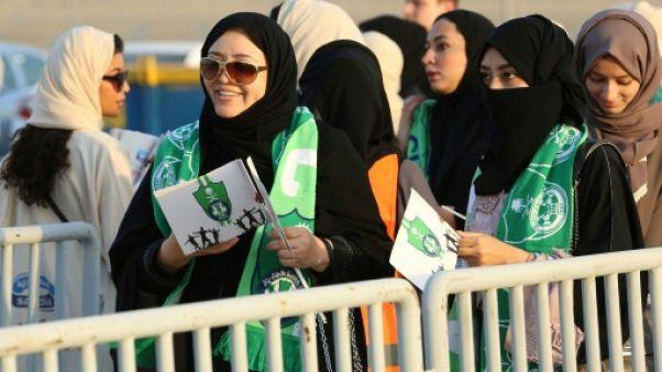 Des Saoudiennes pour la première fois dans un stade pour un match de foot