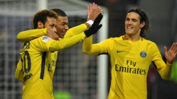 Ligue 1: le championnat reprend, du suspense derrière Paris