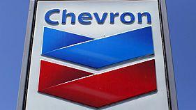 شعار شركة شيفرون على إحدى محطات الوقود في كاليفورنيا. صورة من أرشيف رويترز.