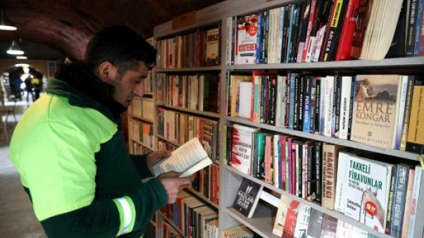 En Turquie, des éboueurs donnent une deuxième vie aux livres jetés