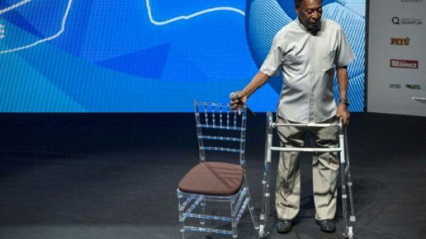 Brésil: Pelé n'ira pas à Londres mais n'est pas hospitalisé