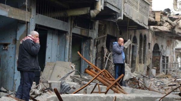 Dans le vieux Mossoul, les corps de jihadistes empoisonnent la vie des habitants