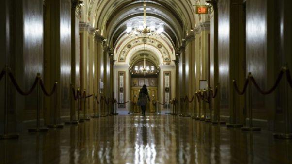 """""""Shutdown"""" aux Etats-Unis: des administrations au chômage technique, espoir d'un compromis"""