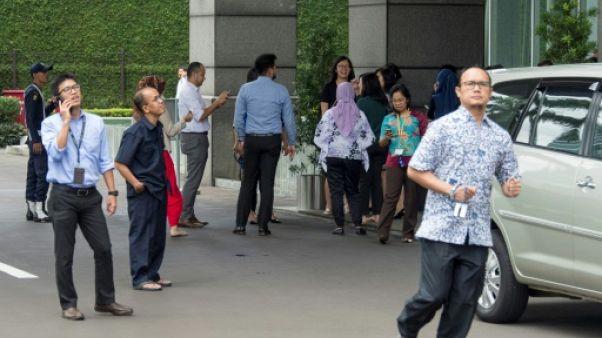 Scènes de panique à Jakarta après un fort séisme