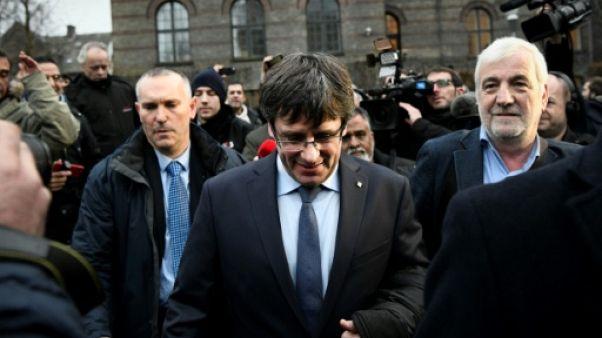 """Catalogne: Madrid décidé à empêcher un retour secret de Puigdemont même en """"ULM"""""""
