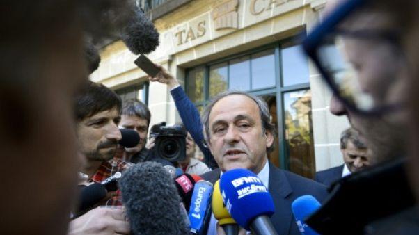 Platini contre-attaque: la Fifa critiquée au passé et au présent