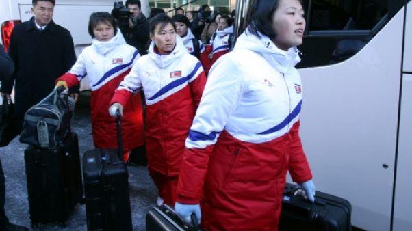 Les hockeyeuses nord-coréennes débarquent au Sud pour les JO