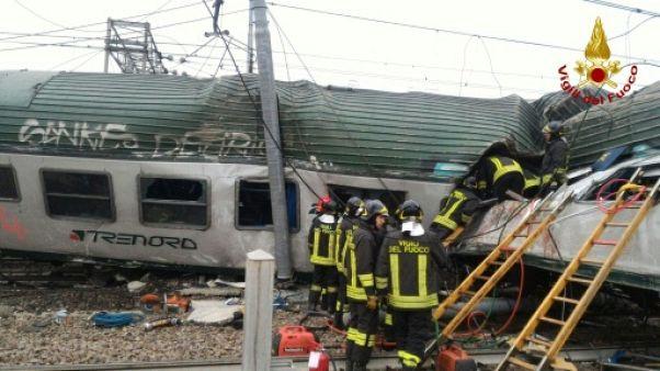 Un train déraille près de Milan: trois morts et des dizaines de blessés