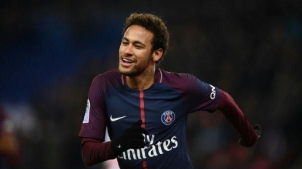 """PSG: Neymar sera """"à 2000%"""" à Paris la saison prochaine, estime Al-Khelaïfi"""