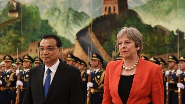 """Theresa May en Chine pour renforcer """"l'âge d'or"""" bilatéral avant le Brexit"""