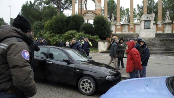 Italie: fusillade aux relents racistes en pleine campagne électorale