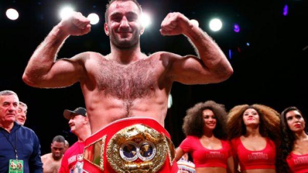 Boxe: le Russe Gassiev détrône le Cubain Dorticos en WBA-IBF des Lourds-légers