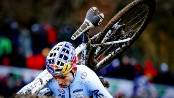Mondiaux de cyclo-cross: Van Aert signe un triplé en dominant Van der Poel