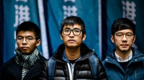 Hong Kong: trois militants prodémocratie évitent la prison en appel