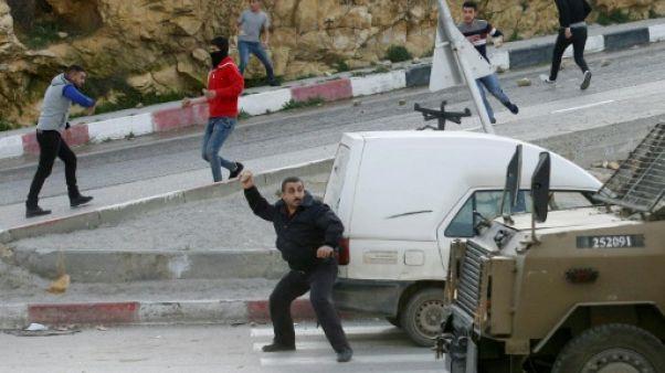 Un Palestinien poignarde un garde israélien avant d'être abattu
