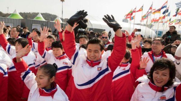 JO-2018: les Nord-Coréens accueillis en dansant au village olympique
