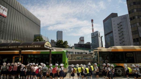 Japon: une école critiquée pour avoir choisi un uniforme de la marque Armani