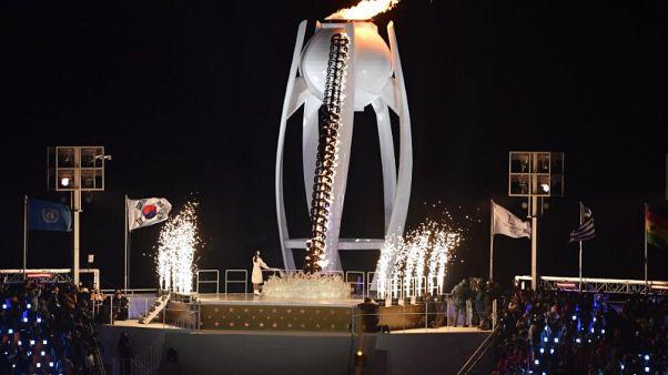 Korean figure skater Kim Yuna lights Olympic cauldron